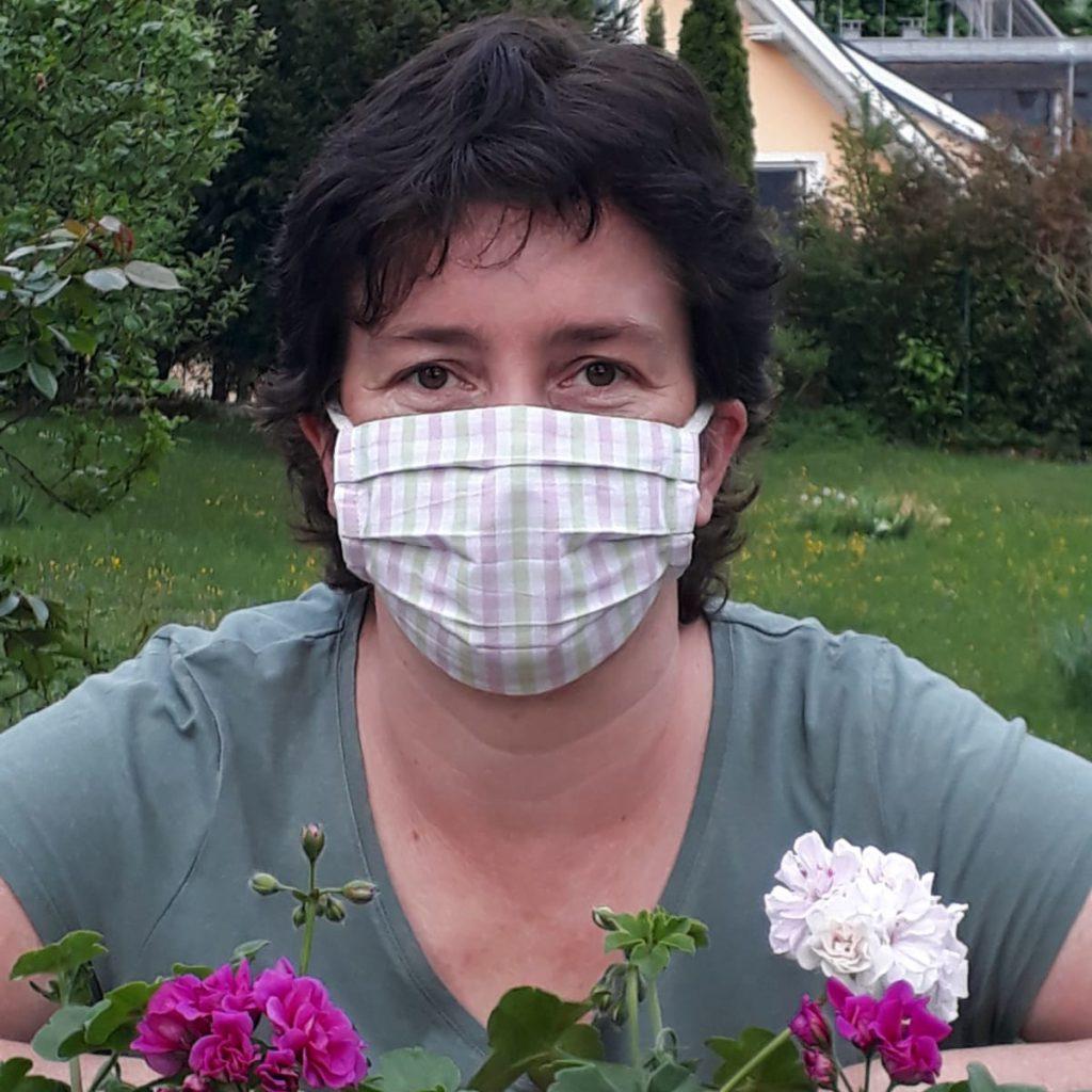 Kleidermacherin Maskenpflicht Alex 1024x1024 - Ein Monat Maskenpflicht in Österreich