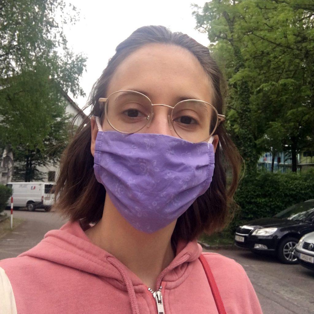 Kleidermacherin Maskenpflicht Angie 1024x1024 - Ein Monat Maskenpflicht in Österreich