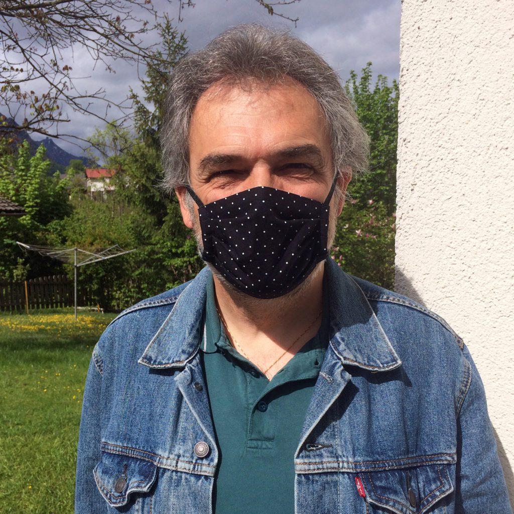 Kleidermacherin Maskenpflicht Franz 1024x1024 - Ein Monat Maskenpflicht in Österreich