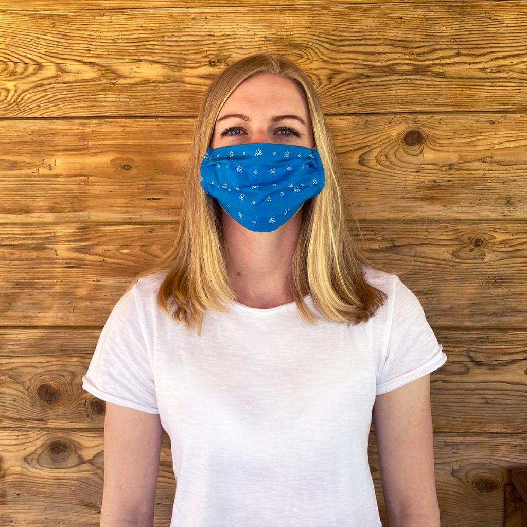 Kleidermacherin Maskenpflicht Hanna 1024x1024 - Ein Monat Maskenpflicht in Österreich