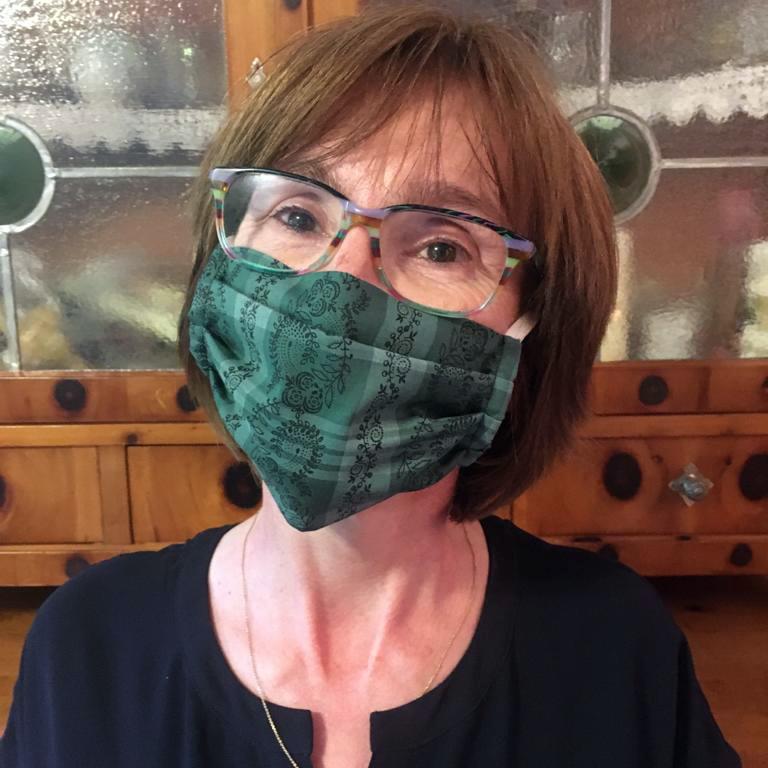 Kleidermacherin Maskenpflicht Heidrun - Ein Monat Maskenpflicht in Österreich