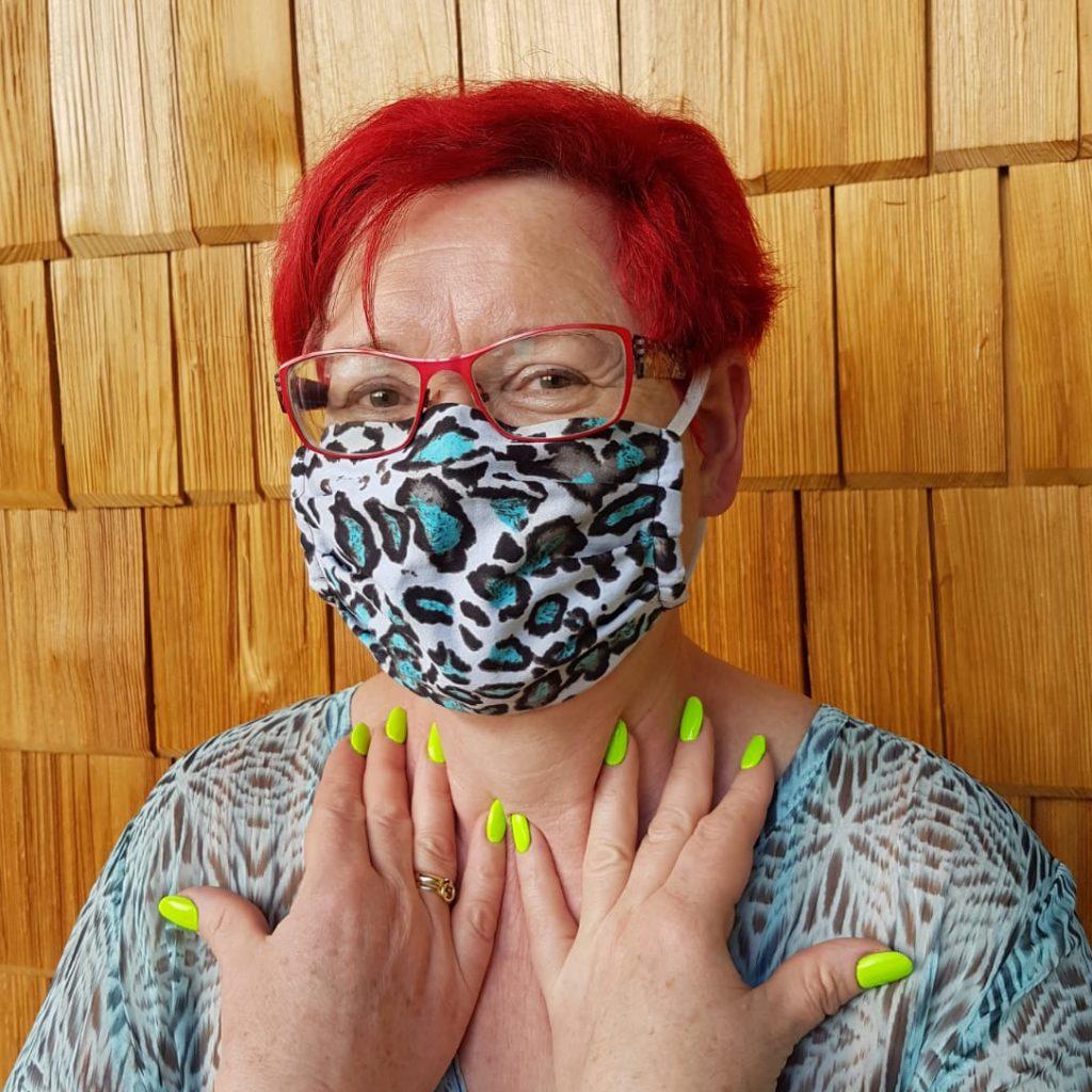 Kleidermacherin Maskenpflicht Irene 1024x1024 - Ein Monat Maskenpflicht in Österreich