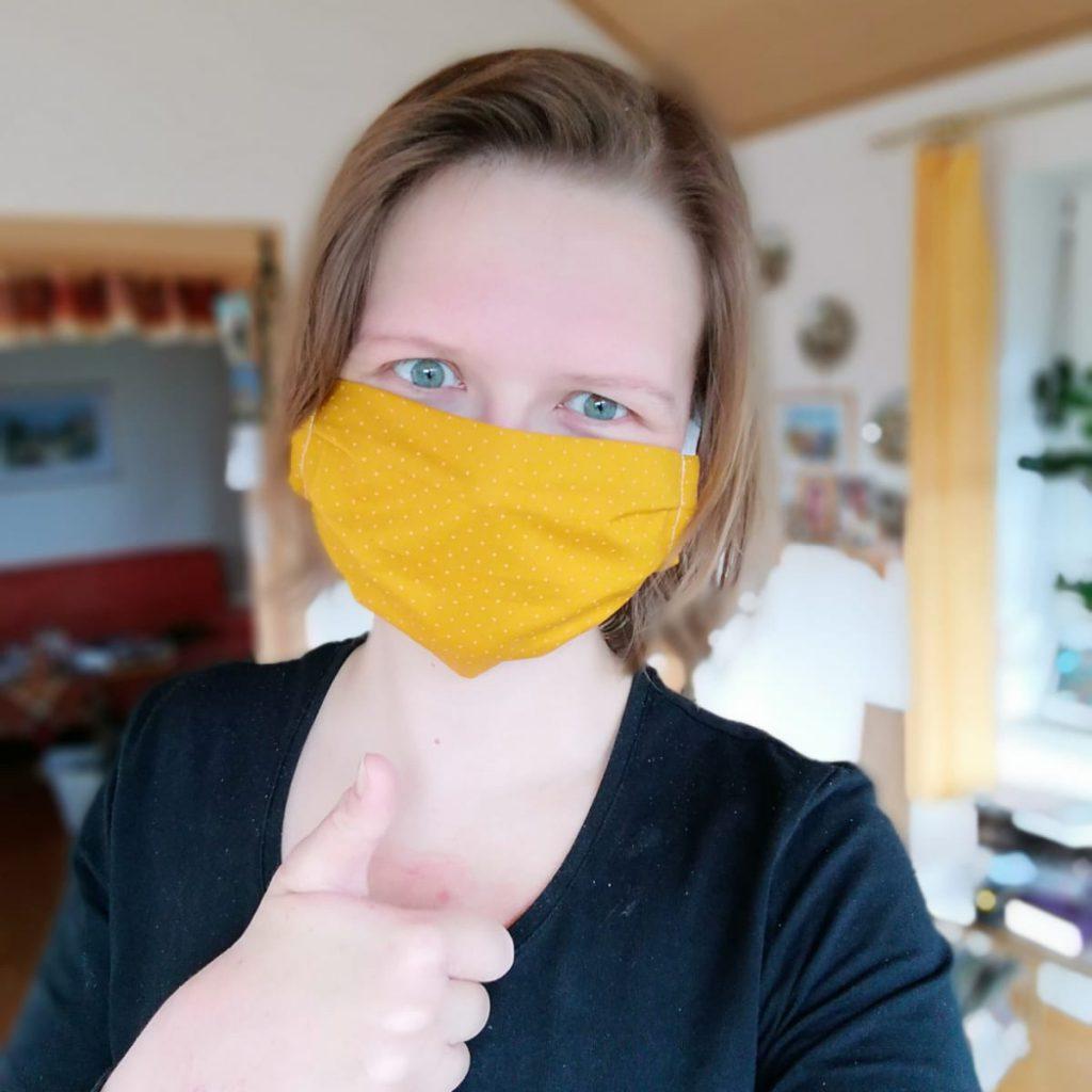 Kleidermacherin Maskenpflicht Linda 1024x1024 - Ein Monat Maskenpflicht in Österreich