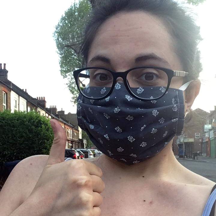 Kleidermacherin Maskenpflicht Monica - Ein Monat Maskenpflicht in Österreich